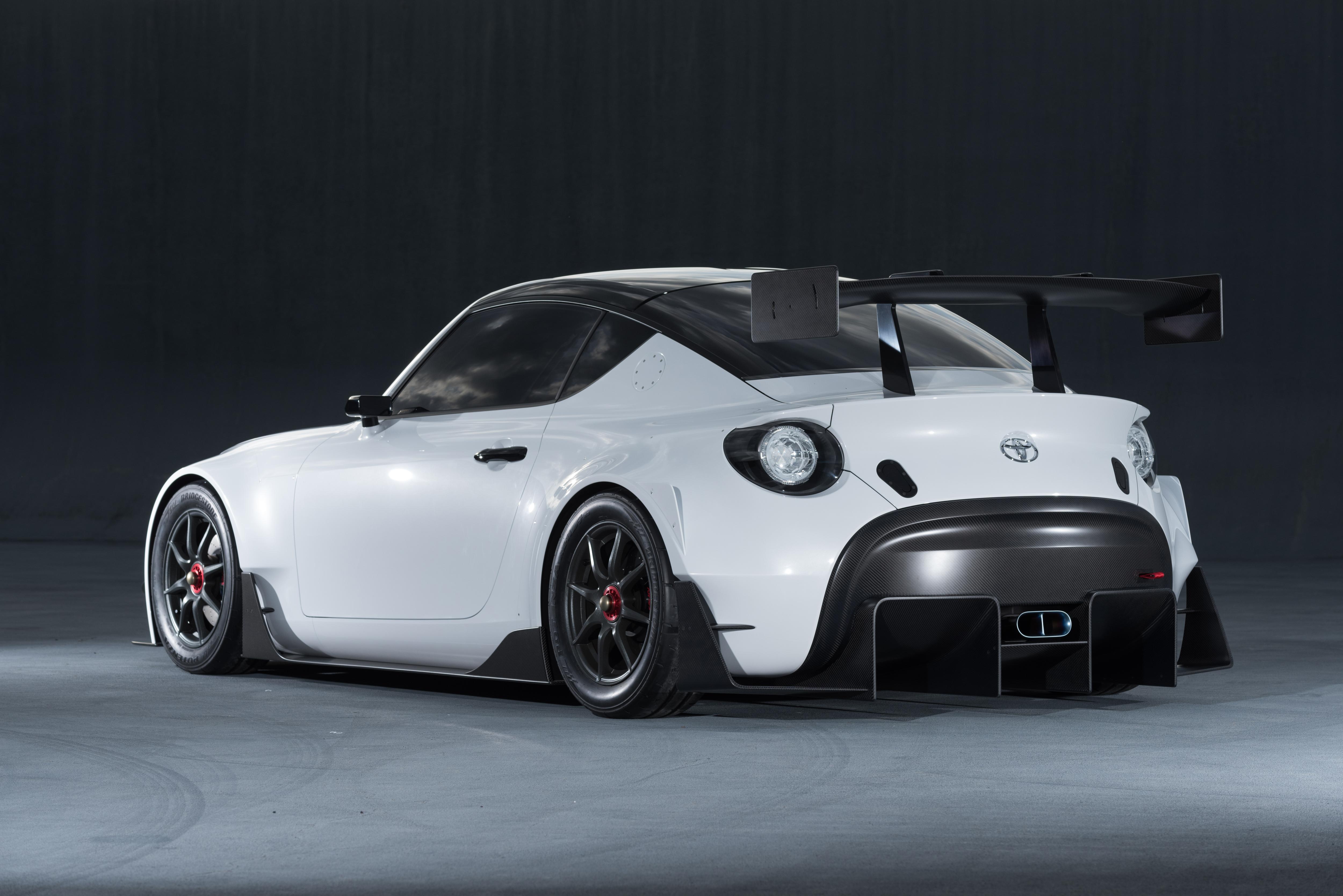 Selv om der er kulfiber i hækvingen på S-FR, er den ikke så dominerende - eller imponerende som hækvingen på den sidste Toyota Supra.