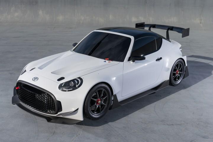 Toyota S-FR er stadig en concept sportsvogn, som havde debut på Tokyo Motor Show sidste måned, men som allerede har været udsat for en kraftig gang karrosserituning.