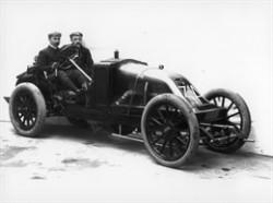 En løbsdistance på mere end 1200 km var en meget stor udfordring i 1906, men Renault AK klarede opgaven uden sønderlige uheld.