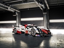 Helt ny hybridteknik med egentligt batteri og 2,4 liters V6 motor giver ialt omkring de 1000 HK.