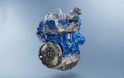 Her er den nye 2-liters motor til Transit. En motor der er identisk med den 2-liters motor vi finder i den nye Citroen Jumpy og Peugeot Expert. Varebiler der er noget mindre end den store model Transit.