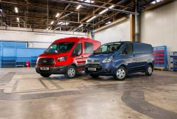 Nye Euro 6 motorer i Ford Transit betyder et farvel til 2,2 motoren. I stedet har Ford valgt en 2-liters PSA-diesel til både Custom og den ægte store Transit med totalvægt på 3500 kg og højere. Et lille plaster på såret kan være mulighed for automatgear til den nye 2-liters motor.