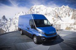 Nye biler er præsenteret mange underlige steder, men ingen varebil, er nogesinde løftet 3500 meter i vejret, så man kan få det helt rigtige billede af en Daily med Mont Blanc i baggrunden. Og bilen, - det er den ventede Daily der overholder den nye Euro 6 norm.