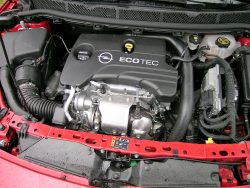 1-liters 3-cylindret motor hentet direkte fra koreanske Chevrolet og Opel Karl. Forskellen er en turbolader og noget motorstyring.