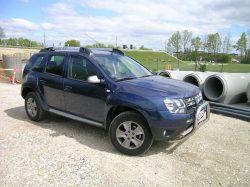 Dacia gør som Renault, man sender med jævne mellemrum særligt udstyrede biler på markedet, for at øge salget, og dagens Duster hører til den kategori. Mere udstyr for pengene, men bag de ekstra lækkerier, er Dacia blevet voksen, og det er især den højere totalgearing der gør forskellen.