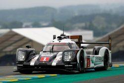 Porsche er igen favorit i Le Mans med Timo Bernhard, Mark Webber og Brendon Hartley i bilen med nummer 1. Porsche menes at have haft problemer med det nye hybridsystem, og er vendt tilbage til systemet fra sidste år, men det fungerede to rigtig godt, så Porsche er stadig favorit i LMP1 klassen.