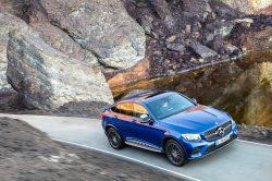 Ideen med at krydse en typoe SUV med en coupe, er tidligere forsøgt af BMW. Mercedes synes nu at have betydeligt mere held med designet.