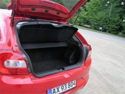 Balenos nærmeste konkurrenter hedder 208, Fiesta m.v., og så skal bilen selvfølgelig have plads til bagage, og Baleno ligger pænt i midten med praktisk plads.