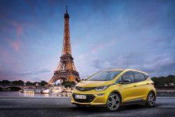 Opel Ampera-e får officiel debut på biludstillingen i Paris. Ampera-e er en ren el-bil med det Opel oplyser som en pænt lang rækkevidde.