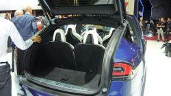 Tæl til syn, hver på sit individuelle sæde, - og så er der endda plads til en smule bagage.
