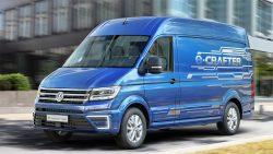VW Crafter er Van of the Year 2017, men der går endnu nogen tid, før ny Crafter kommer til Danmark. Det samme gælder el-udgaven af Crafter, der kræver stort kørekort.
