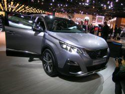 Mere SUV og mindre af alt mulig andet. Peugeots nye 5008 har haft officiel premiere, men der går mere end et halvt år, før bilen er i Danmark.
