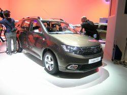 Gigantiske Dacia Logan MCV har fået et klædeligt face-lift. Lidt opfriskning udvendigt, og velkomne forbedringer i kabinen.
