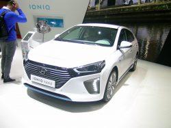 Hyundai Ioniq kommer som ren el-bil, som hybrid og som plug-in hybrid. De to førstnævnte står salgsklar kort efter nytår.