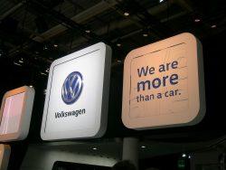 Vi er mere end en bil. Sådan kunne man læse på VW's stand på efterårets biludstilling i Paris, - VW kunne måske have valgt et mere passende slogan.