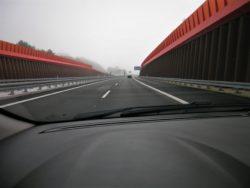 Den nye stump motorvej fra Låsby i øst til den vestlige del af Silkeborg, har kostet kassen. Først har man købt og nedreven en halv by, derefter har man gravet motorvejen et godt stykke ned for at mindske støjgener, så  man får kun få glimt af byen Silkeborg.
