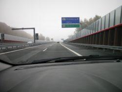 Hvis man skal til Silkeborg, skal man forlade den nye motorvej før eller efter byen. De to centrale afkørsler til byen er stadig under anlæg.