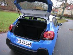 Lidt længere end tidligere og noget større akselafstand er med til at give mere plads i hele bilen. Også i bagagerummet.