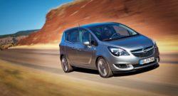 Opel Meriva med de praktiske bagdøre er fortid. Bilen erstattes af det Opel kalder en kompakt crossover, der får navnet Crossland X, men det er ikke den eneste crossover eller SUV i 2017. En større Grandland X er på vej. Måske en afløser til Antara.