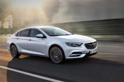 Den nye Opel Insignia har været på slankekur. Vægttabet er 175 kg, platformen er helt ny og designet er meget vindglat med en Cw-værdi på 0,26. Det lugter fælt at lave forbrugstal.