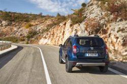 Det er snart farvel og tak til populære Duster, som er Dacias helt store succes. Hvis du er til lidt højbenede biler med 2- eller 4-hjulstræk, er det med at holde godt øje med årets mange tilbud på Duster.
