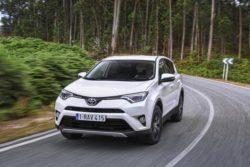 Toyota RAV4 er også dukker op som hybrid. Nu med en anstændig trailervægt, men spørgsmålet er selvfølgelig, om hybrid og høj trailervægt er to ting der hører naturligt sammen.,