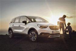 Opel Crosland er særlig egnet til kørsel i byerne. Automatisk parkering og kortere, men også højere end en Astra.