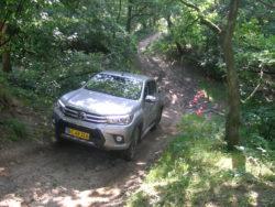 Den klassiske pick-up skal løse mange opgaver, herunder at køre i terræn, som er en paradedisciplin for Hilux