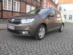 Dacia Logan MCV koster i billigste udgave det samme som en typisk dansk microbil, men pladsmæssigt er den overlegen, og mest overraskende, den er også mere økonomisk.