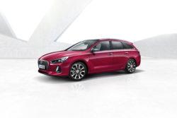 Den største Hyundai i30 til dato, og det ligner en opskrift på plads og komfort. Hyundai mener også, at ny i30 er den bil i klassen med mest sikkerhedsudstyr, herunder automatisk bremse der virker med hastigheder op til 180 km/t.