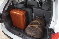 Bagagerummet er ikke imponerende, men kan forbedres en del, hvis man kører det flytbare bagsæde frem. Længderegulering er max. 16 cm.